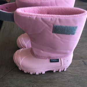 Tundra Shoes - Pink toddler tundra snow boots size 9
